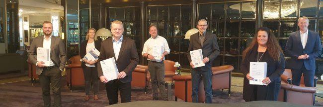 Die Teilnehmer des IHK-Zertifikatslehrgangs zusammen mit Johannes Bollingerfehr (r.).