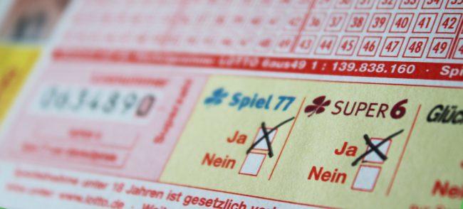 Spiel 77 ist auf jedem Spielschein von LOTTO 6aus49 zu finden. Am kommenden Mittwoch fällt der Jackpot mit 8 Millionen Euro.