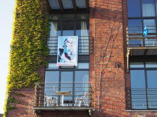 Der Clip mit der Story zum großgezogenen Foto der Münsteraner Fotografin Maike Brautmeier ist bereits von WestLotto gefördert worden.