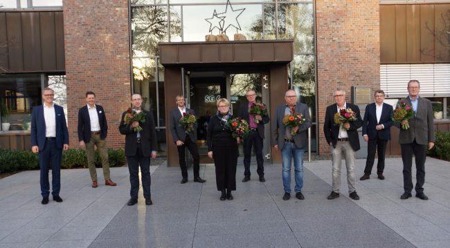Die Geschäftsführung ehrte die Jubilare Dr. Jürgen Gerling, Dirk Ebbing, Anne Klehm, Klaus Rawe, Ralf Jöne, Dieter Mensing und Paul Rahms für 20-, 35- und 40-jährige Zugehörigkeit.