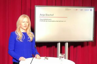 Im Studio Berlin: FORUM-Geschäftsführerin Anja Bischof (Foto: ©DAW/AWI)