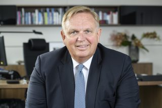 Georg Stecker ist Rechtsanwalt und seit 2014 Vorstandssprecher des Dachverbandes Die Deutsche Automatenwirtschaft e. V. (DAW) mit Sitz in Berlin.
