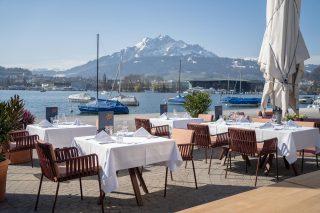 Das Mobiliar zeigt sich in eleganten Terrarosa-Tönen. (Foto: Grand Casino Luzern)