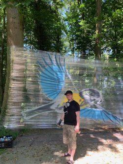 Dennis Herb menyulap tit biru pada foil.