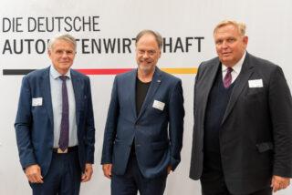 V.l.n.r.: Wolfgang Voß, 1. Vorsitzender ash, Dr. Andreas Tietze (Bündnis 90/Die Grünen), Georg Stecker, DAW-Vorstandssprecher. (Foto: DAW/AWI)