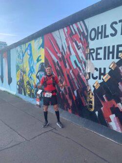 Ein Dokument der Zeitgeschichte: Der Lauf führte Björn Bünermann immer wieder an den Überresten der Mauer vorbei.