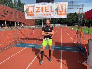 Ein großartiger Moment: Nach 163 Kilometern erreicht Björn Bünermann das Ziel.