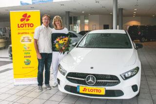 Die glückliche Gewinner Jörg Teichmann mit seiner Frau Christina. (Foto: LOTTO Mecklenburg-Vorpommern)