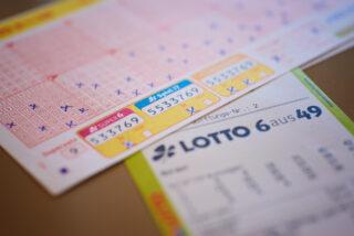 Vergangenen Samstag (9. Oktober) wurde der LOTTO 6aus49-Jackpot geknackt. Rund 3,5 Millionen Euro gehen an einen unbekannten Glückspilz aus dem Rhein-Sieg-Kreis. (Foto: Schlag und Roy)