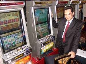 Vassilis Tsolekas<br> with the new Gaminator machines