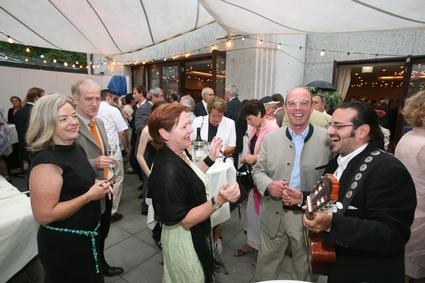 Bundesrätin Anna Franz mit Gatte, Militärkommandant Gottfried Schröckenfuchs<br>mit Gattin, Musiker von Iso Pazz