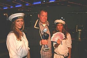 Timo Pollmeier, hier mit den Leichtmatrosinnen<br>Marozaite Gräsel und Bianca Müller (v.l,) landete<br>den besten Bluff. Foto Michael Monetti.