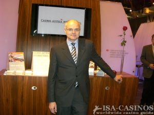 Dr. Karl Stoss Generaldirektor der Casinos Austria <br>in London auf der Messe