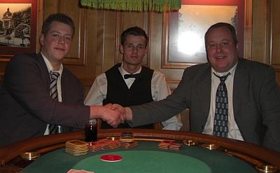 Timo Schneider, Thomas Heimen (Dealer) und Björn Eisgrub (vlnr)