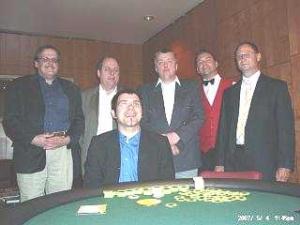 Die ersten vier Sieger <br>Thomas Roos, Harald Ebert, <br>Stefan Schnarr (v.l.n.r.) und der<br> Erstplatzierte Spyros Hundhausen (sitzend)