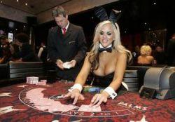 Reuters - <br>Black Jack mit blondem Bunny - <br>da würde sich sogar James Bond<br> übers Ohr hauen lassen.