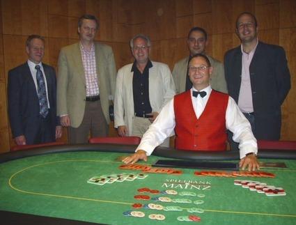 Floorman Jürgen Weber, Bobby G. (2.), Gerd Laudenbach alias Gerd66 (1.),<br>Piri Ilhan (3.), Mario Bingel (4.) und Dealer Thomas Lautenschläger