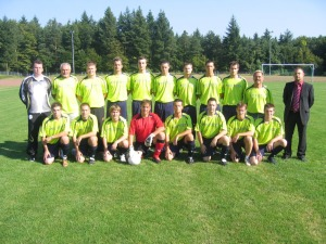 1. Mannschaft des FSV Eisingen<br>Ulli Schmitt ISA-CASINOS (r)