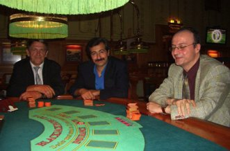 V.l.n.r. Herr Schramm (2. Platz), Herr Bayram (3. Platz) und<br>Herr Tsatalpas (1. Platz).
