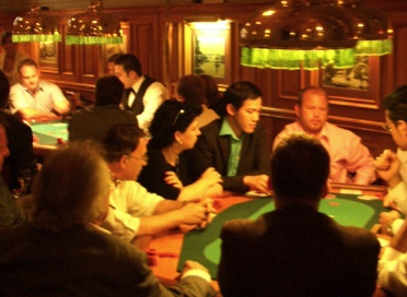 Full House in Poker-Town