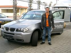 Herr Sükrü Aslantes bei der Fahrzeugübergabe