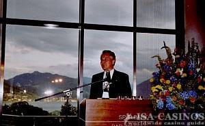 Der bayerischen Finanzminister Prof. Dr. Kurt Falthauser <br>in der Spielbank Bad Wiessee