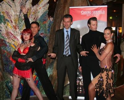 V.l.n.r. Claudia Obmascher, Peter Schaur, Dir. Ernst Hubmann,<br />Marvin und Christina Mair