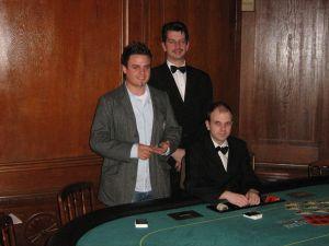 V.l.n.r. Thomas Müller (1.),  Floorman Karl Friedrich Mohr,<br />Dealer Gregor Sojka