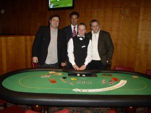Die Turniersieger Michael Pirro und Daniel Matissek,<br />Floorman Raymond Krug und Dealer Lars Elek