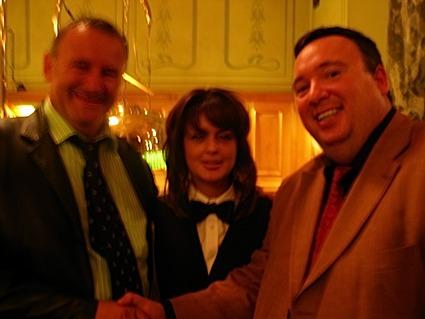 Die glücklichen Gewinner mit einer Dealerin!<br>Links Herr Wandel leider etwas unscharf und rechts Herr  Walczewski.