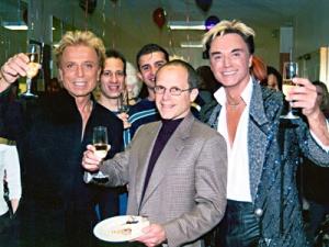 Siegfried & Roy mit Show-Produzent Kenneth Feld<br>Quelle siegfriedandroy.com