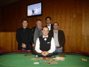 V.l.n.r. Tobias Hundhausen (3.), Gerd Wandel, Dealer<br />Andreas Kölsch, Floorman Raimund Krug, Ingber Sharon