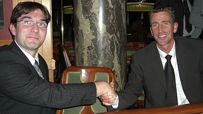 Holger Schneider (li) und Sieger Stefan Szczygiel