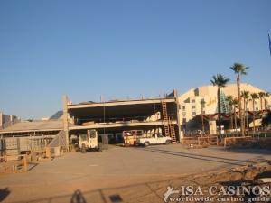Hier entsteht AVIs neue Park-Garage,<br> inmitten der Wüste, für 750 Fahrzeuge