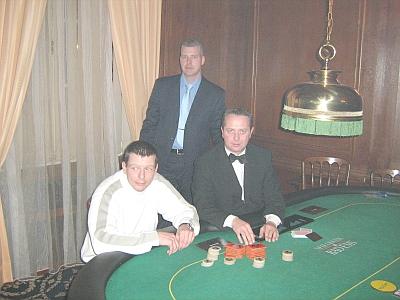 Bild (v.l.n.r.) Maik Köllmer (3.),<br>Floorman Oliver Gutermilch, Dealer Bernd Heider
