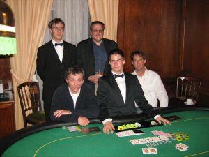 V.l.n.r. Floorman David Klein, Bernd Kriener (2.), Thomas<br />Roos (1.), Dealer Julian Engelhard, Markus Wilshusen (3.)