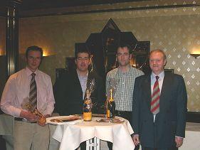 v.l.n.r. Gewinner 1. bis 3. Platz, <br>Herr Peter Schäfer (stellv. Technischer Leiter)