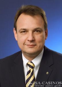 Jens Halle, <br> Geschäftsführer von AGI
