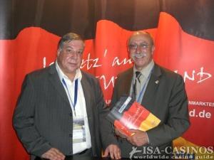 Detlef Parr, sportpolitischer Sprecher der FDP<br> und Mitglied im Sportausschuss<br>des Deutschen Bundestags (r.), Reinhold Schmitt,<br> Chefredakteur ISA-Casinos