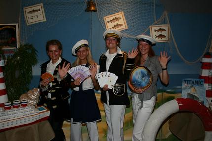Die Leichtmatrosen Anna Urban, Verena Hertel, Jo Ann Reeßing und Stefanie Quint<br>(v.l.n.r.) laden zur Maritimen Party ins Casino ein. Foto Alexander Rietbrock