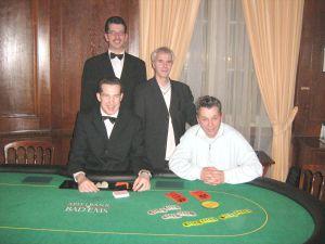 V.l.n.r. Dealer Marcel Crecelius, Floorman Karl Friedrich<br>Mohr, Hans-Jürgen Neu (2.),Bernd Kriener (1.)