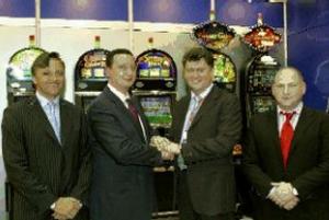 Sie gründeten ein Joint Venture mit Zukunft (v.l.n.r.)<br> Rolf Falke(Geschäftsführer Merkur Casino),<br> Rolf Klug (Vorstandsmitgliedder Gauselmann Gruppe),<br> Roman Shirokov und <br>Boris Kuzenko (Villart Industry Group)