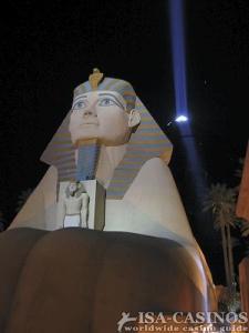 Casino Luxor bei Nacht