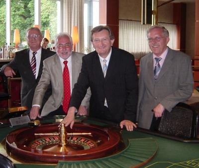 V.l.n.r. Eduard Fink (Spielbankdirektor), Erwin Horak (Präsident Lotto Bayern),<br>Franz Meyer (Finanzstaatssekretär) und MdL Eberhard Rotter.