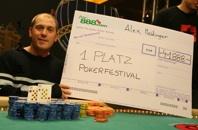 Der Sieger Alexander Meidinger, etwas<br>abgekämpft nach 13 Stunden pokern.