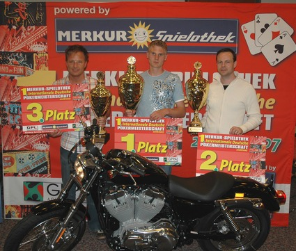 After 11 hours of suspense the lucky winners of the 1st MERKUR-SPIELOTHEK<br>International German Poker Championship 2006/2007 were found (from left<br>to right) Michel Grubert (2nd runner up), Timo Rerach (winner) and<br>Klaus Binder (1st runner up)