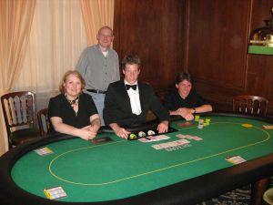 V.l.n.r. Anke Dobler (3.), Michael Dobler (1.), Dealer<br />Thomas Grein, Michael Baldus (2.)