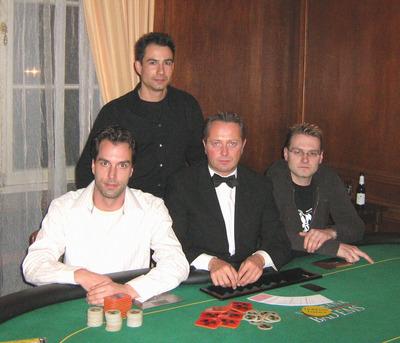 Frank Rieke (1.),  Dealer B. Heider,  Mike Steinert (stehend, 3.) und<br />Toni Tucak (2.)
