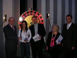 Die Hauptgewinner der großen Glückstombola von links<br> Direktor Lutz, Frau Urai Büchel, Herr Otto Krautwurst,<br>Frau Auguste Lenk, Technischer Leiter Manfred Klabouch