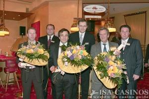 Die Sieger mit der Geschäftsleitung<br>Casino 2000 Luxemburg
